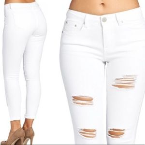 🔥NWT White Distressed Butt Lifting Jeans🔥